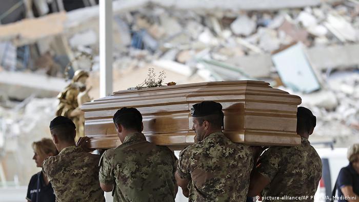 Italien Erdbeben Beisetzung der Opfer