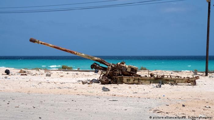 Libyen Sirte Artilleriegeschütz (picture-alliance/dpa/B. Schwinghammer)