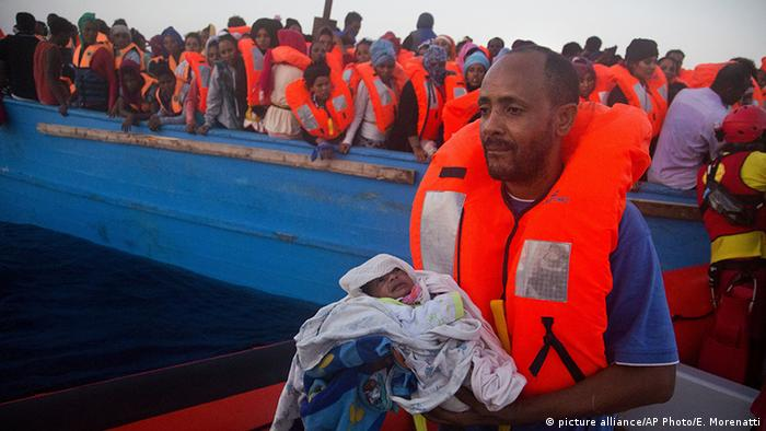 EU Libyen Migranten (picture alliance/AP Photo/E. Morenatti)