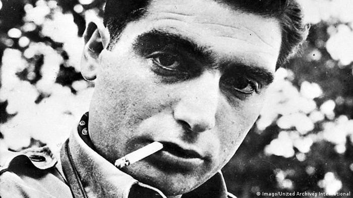 Retrato do fotógrafo Robert Capa aos 40 anos