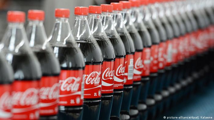 Symbolbild Coca Cola Flaschen Werk