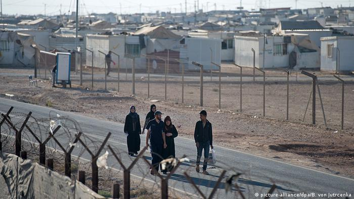 Refugee camp in Zaatari, Jordan (picture-alliance/dpa/B. von Jutrcenka)