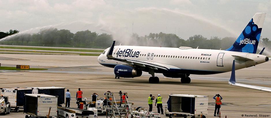 Avião da JetBlue no aeroporto de Fort Lauderdale