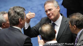O presidente do Senado, Renan Calheiros (PMDB), resolveu votar desta vez e decidiu pela saída de Dilma