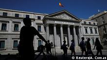August 28, 2016 People walk past Spain's parliament in Madrid, Spain, August 28, 2016. REUTERS/Andrea Comas +++(c) Reuters/A. Comas