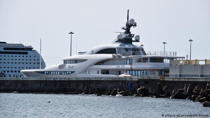 Luxus Yacht Graceful vom russischen Präsidenten Putin (picture-alliance/dpa/M.Brandt)