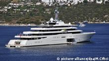 MUGLA, TURKEY - SEPTEMBER 09: The owner of Chelsea Football Club, Russian businessman Roman Abramovich's luxury motor yacht 'Eclipse' is seen docked in Bodrum district of Mugla on Turkey on September 09, 2014. 'Eclipse' the world's second largest private yacht is equipped with two helicopter pads, 24 guest cabins, two swimming pools, several hot tubs, and a disco hall. (Mustafa Ciftci - Anadolu Agency)   Keine Weitergabe an Wiederverkäufer. © picture-alliance/dpa/M.Ciftci
