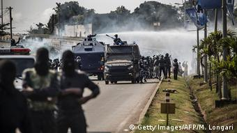 Police in a Libreville street (c) Getty Images/AFP/M. Longari