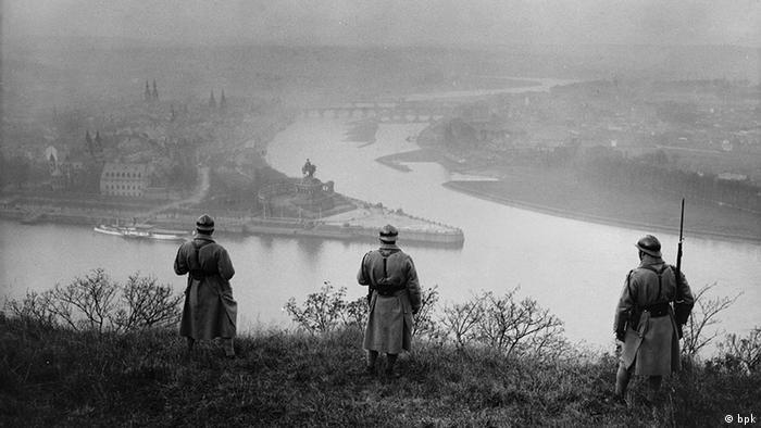French soldiers at Deutsche Eck after World War I, Copyright: bpk / Kunstbibliothek, SMB, Photothek Willy Römer