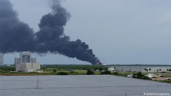 SpaceX Rakte explodiert in Cape Canaveral (Foto: twitter/PointyEndUp)