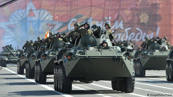 Военный парад в Петербурге, фото из архива