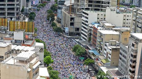 Venezuela Proteste gegen amtierende Regierung (Getty Images/AFP/F. Parra)