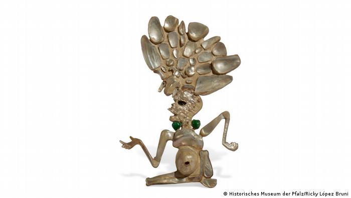 Totengott-Skulptur der Maya mit einem aufwendigen Kopfschmuck.