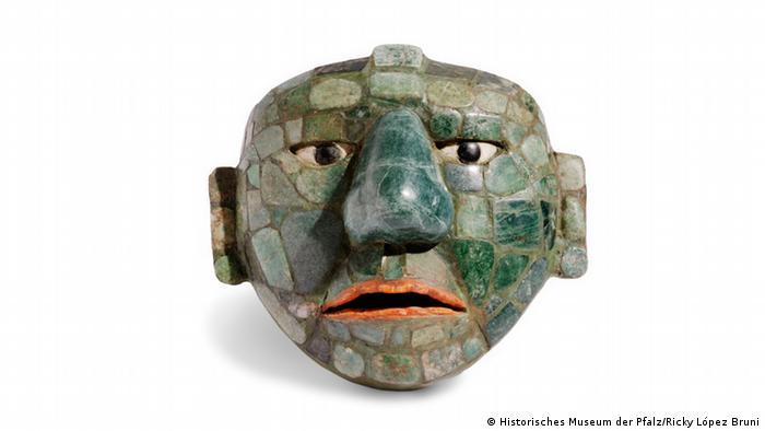 Maya-Verzierung einer Gürtelschnalle mit einem Gesicht.