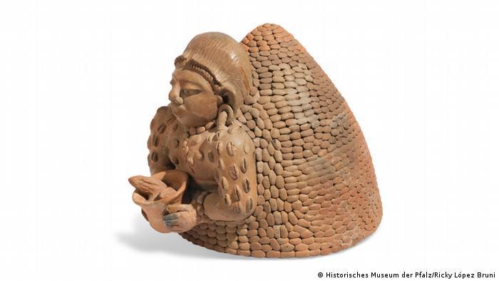 Weihrauch-Gefäß der Maya in der Form einer Menschenfigur.