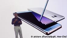 FILE - epa05473024 Samsung Electronics Mobile President Ko Dong-Jin presents the company's newest phablet the Galaxy Note 7 at Samsung's headquarters in Seoul, South Korea, 11 August 2016. EPA/KIM HEE-CHUL (zu dpa «Samsung bremst Verkauf von neuem Smartphone für «Qualitätskontrollen»» vom 01.09.2016) +++(c) dpa - Bildfunk+++   picture alliance/dpa/K. Hee-Chul