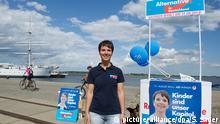 Die sächsische Vorsitzende der Partei Alternative für Deutschland (AfD), Frauke Petry, steht am 13.08.2014 im Hafen von Stralsund (Mecklenburg-Vorpommern) vor einem Wahlstand zur Landtagswahl. Sachsen wählt am 31. August einen neuen Landtag. +++ (C) picture-alliance/dpa/S. Sauer