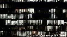 Symbolbild Arbeitszeit - Bürohochhaus in Düsseldorf