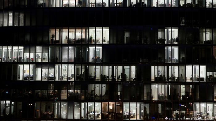 Foto de ilustração: Turnos de trabalho - Prédio comercial em Düsseldorf