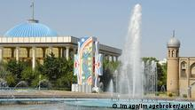 Usbekistan Taschkent - Springbrunnen auf dem Platz der Völkerfreundschaft beim Neuen Parlament
