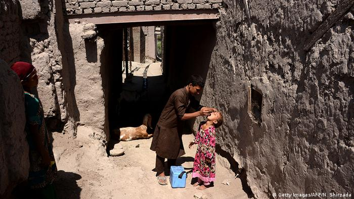 Afghanistan Polio Impfung (Getty Images/AFP/N. Shirzada)