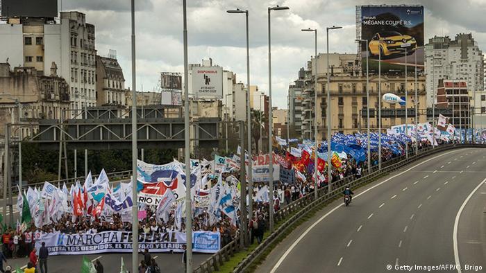 Argentinien Proteste gegen Politik von Präsident Mauricio Macri (Getty Images/AFP/C. Brigo)