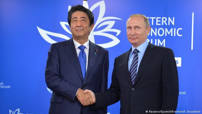 Российский президент Владимир Путин и премьер Японии Синдзо Абэ