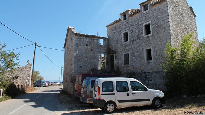 Brusje je puno zapuštenih kuća