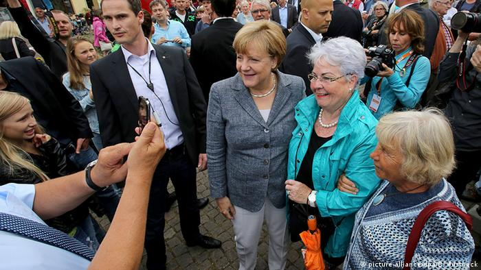 Deutschland Merkel in Bad Doberan (picture-alliance/dpa/B. Wüstneck)