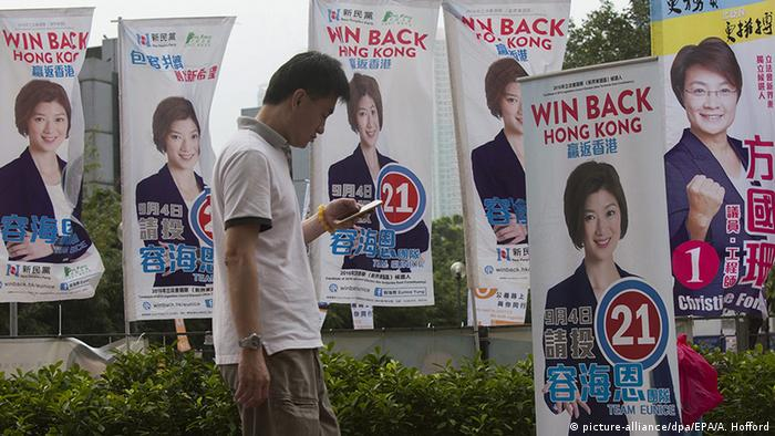 China Wahlplakate in Hongkong (picture-alliance/dpa/EPA/A. Hofford)