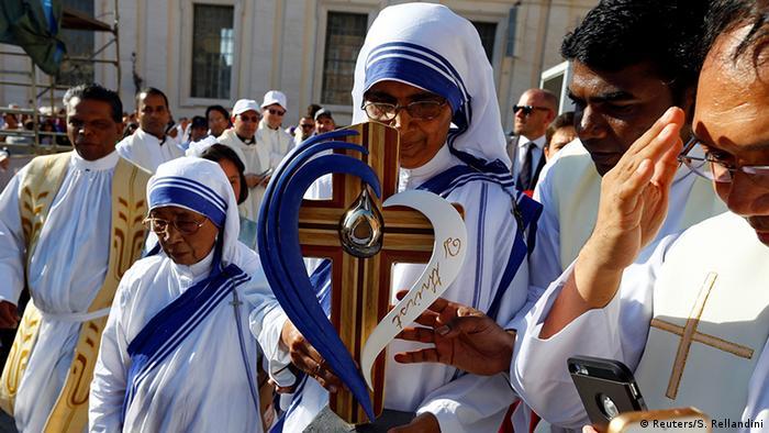 Vatikanstaat Heiligsprechung Mutter Teresa durch Papst Franziskus (Foto: Reuters/S. Rellandini)