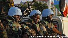 United Nations peacekeepers from Rwanda wait to escort members of the U.N. Security Council as they arrive at the airport in the capital Juba, South Sudan Friday, Sept. 2, 2016. The U.N. Security Council arrived Friday in South Sudan's capital to threaten an arms embargo and sanctions if the government rejects a plan to bring in another 4,000 peacekeepers. (AP Photo/Justin Lynch) Copyright: picture-alliance/AP Photo/J. Lynch