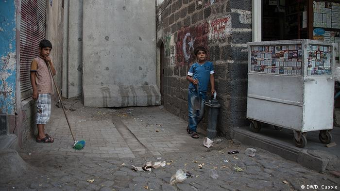 children on a street copyright: Diego Cupolo