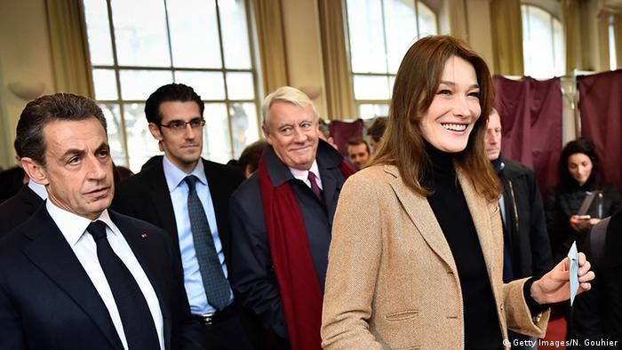 Frankreich Carla Bruni-Sarkozy mit Nicolas Sarkozy Regionalwahlen