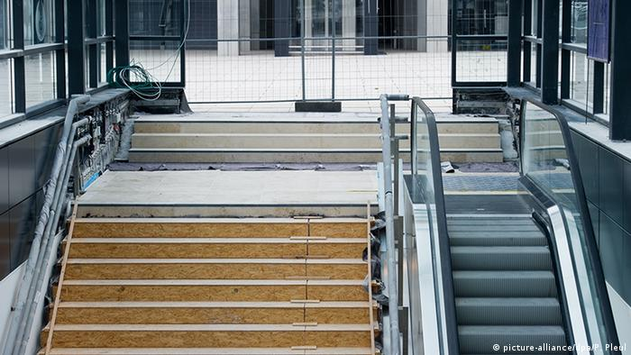 Rolltreppe am Flughafen Berlin Brandenburg (BER)