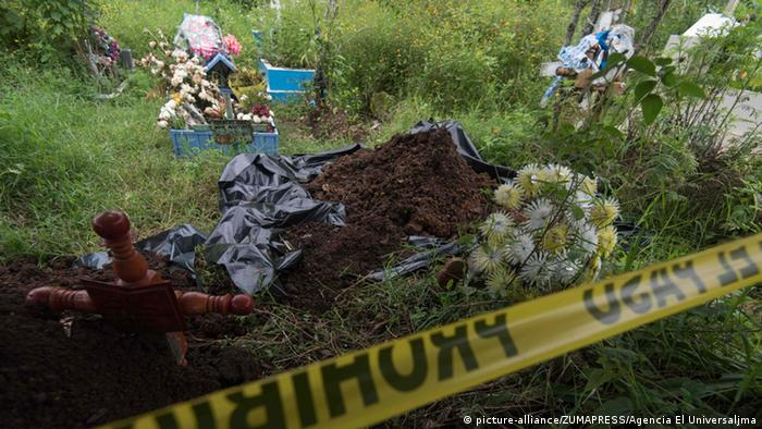 El descubrimiento de fosas clandestinas se ha vuelto lamentablemente cotidiano en México.