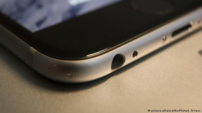 iPhone headphone jack (Photo: picture-alliance/NurPhoto/J. Arriens)