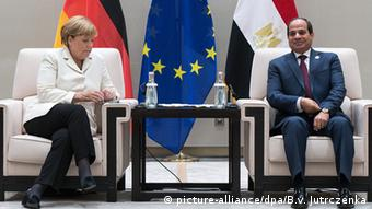 China G20 Gipfel in Hangzhou - Merkel & al-Sisi (picture-alliance/dpa/B.v. Jutrczenka)