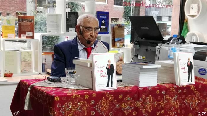 محمدتقی اسماعیلی، طنزپرداز در کتابفروشی فروغ در کلن