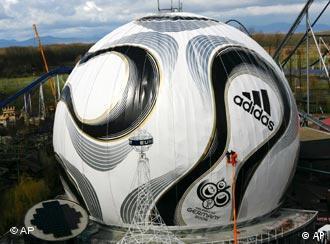 Der größte Fußball der Welt