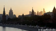 Russland Moskau Kreml bei Sonnenuntergang