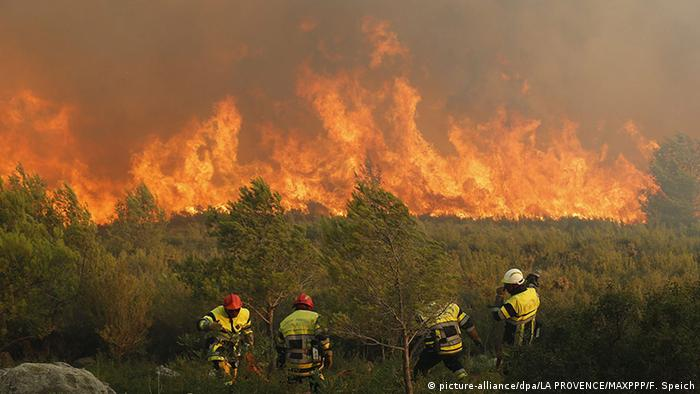 Forest fire near Marseille, France, 2016 (Photo: picture-alliance/dpa/LA PROVENCE/MAXPPP/F. Speich)