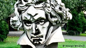 H προτομή του Μπετόβεν στον προαύλιο χώρο της αίθουσας συναυλιών Beethovenhalle στη Βόννη