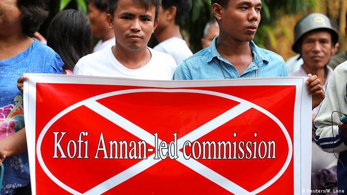 A man holds a banner against Annan (Reuters/W. Lone)