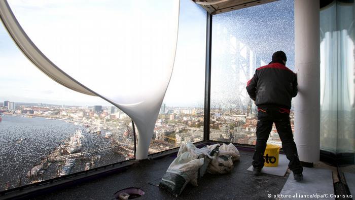 Baustelle der Elbphilharmonie in Hamburg Deutschland (picture-alliance/dpa/C.Charisius)