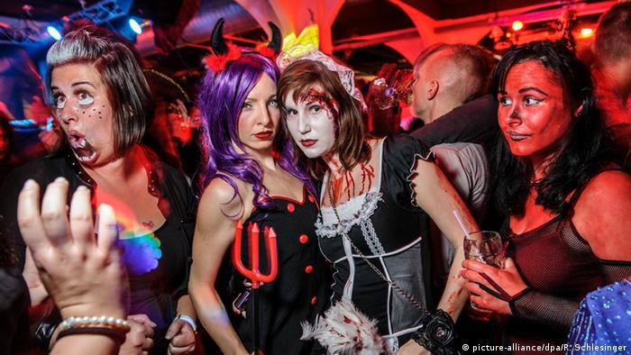 Halloween-Party in Berlin (picture-alliance/dpa/R. Schlesinger)