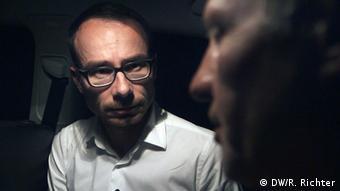 Корреспондент DW общается с отцом Мустафы