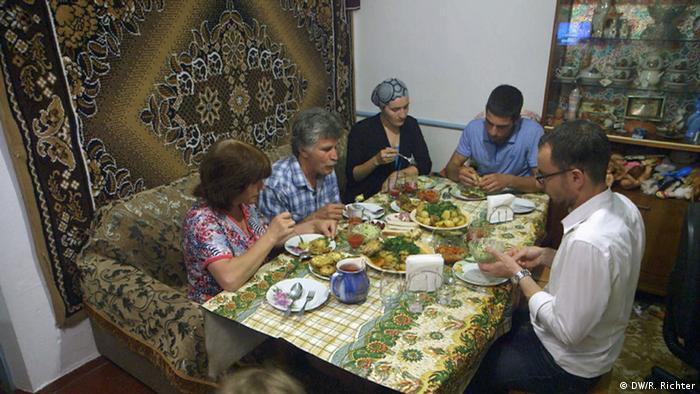 Reportage Annexion Krim Abendessen