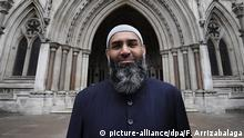 ARCHIV 2012 *** epa03422588 British Muslim and supporter of Abu Hamza, Anjem Choudary, stands outside The Royal Courts of Justice in London, Britain, 05 October 2012. Babar Ahmad and Syed Talha Ahsan, along with Radical Islamic cleric Abu Hamza al-Masri and two other terror suspects, failed in their legal move to avoid extradition from Britain to the USA to stand trial on terrorism charges. According to reports, the Home Office wants to deport the men immediately. EPA/FACUNDO ARRIZABALAGA +++(c) dpa - Bildfunk+++   © picture-alliance/dpa/F. Arrizabalaga