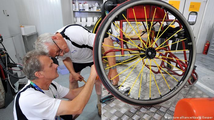 Bei den Paralympics in Peking 2009 Werkstatt für Rollstühle und Prothesen